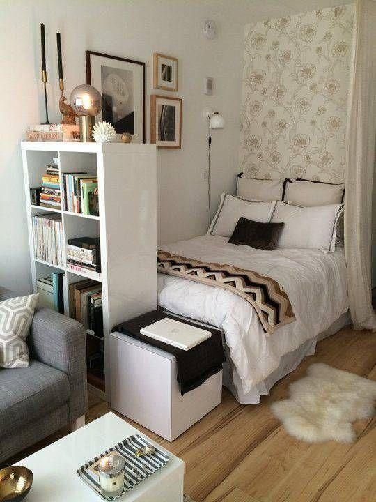 Bed and part of the room decorated with white elements bring spaciousness to the environment.